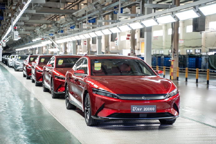 BYD launches automatic parking assist system upgrade for Shenzhen Han EV owners-CnTechPost