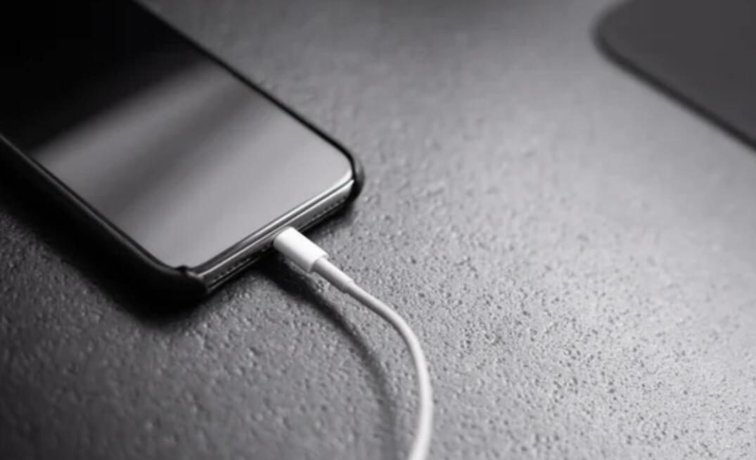 Is it safe to leave your phone charged overnight?-CnTechPost