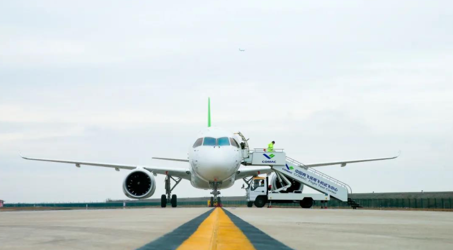 China-made C919 large passenger aircraft receives first contract-CnTechPost