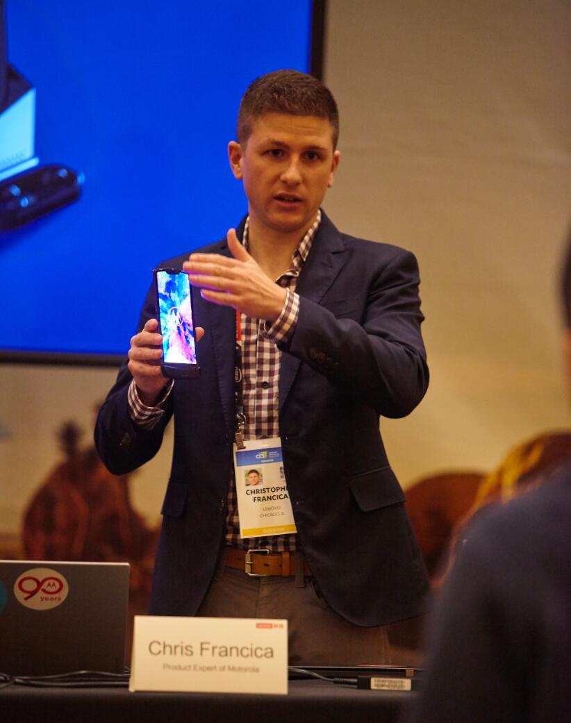 Motorola product expert explains the thinking behind Motorola Razr-cnTechPost